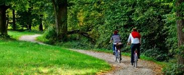 fahrradfahren-schloss-luetetsburg-header