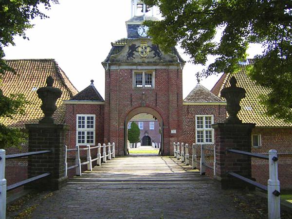 Einfahrt zur Vorburg