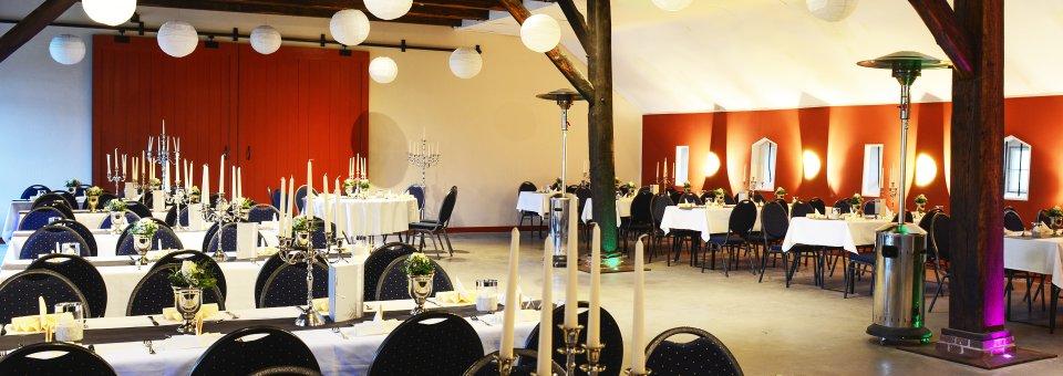 vermietung-kulturscheune-innen01-schloss-luetetsburg-header